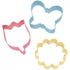 A Set of 3 Flower Themed cookie Cutters